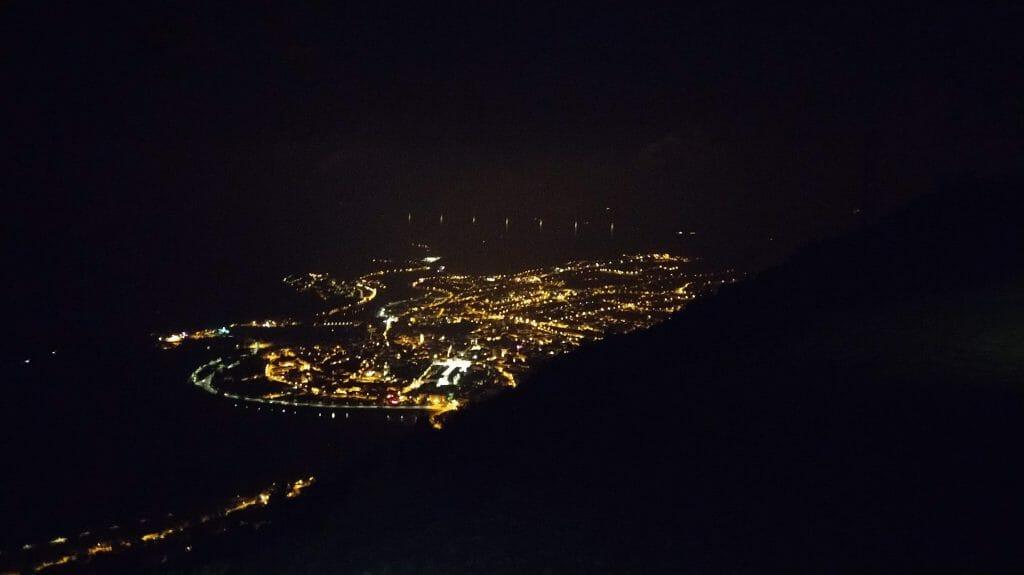 Millau de nuit depuis les hauteurs
